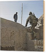 U.s. Army Soldier Climbs Stairs Wood Print