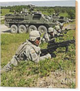 U.s. Soldiers Move Into Firing Wood Print