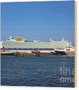 Ventura Sheildhall Calshot Spit And A Tug Wood Print