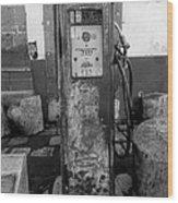 Vintage Old Gas Pump Wood Print