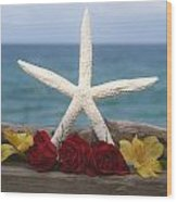 White Finger Starfish And Flowers Wood Print