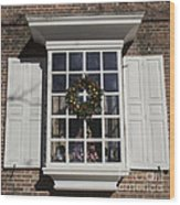 Window Decorations In Williamsburg Wood Print