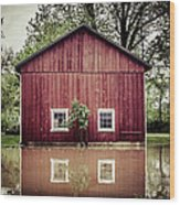 Wise Old Barn Flood Wood Print