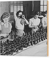 Woman War Workers Assembling Oxygen Wood Print