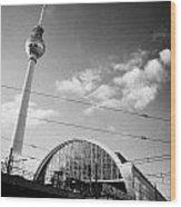 berliner fernsehturm Berlin TV tower symbol of east berlin and the Alexanderplatz railway station Wood Print