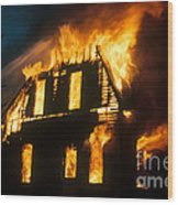 House On Fire Wood Print by Photo Researchers, Inc.