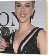 Scarlett Johansson In The Press Room Wood Print by Everett