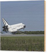 Space Shuttle Discovery Lands On Runway Wood Print