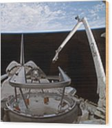 Space Shuttle Discoverys Payload Bay Wood Print