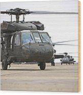 Uh-60 Black Hawks Taxis Wood Print