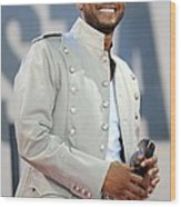 Usher On Stage For Abc Gma Concert Wood Print by Everett