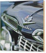 1959 Chevrolet Grille Emblem Wood Print
