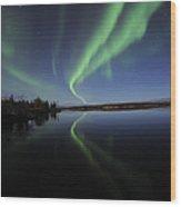 Aurora Borealis Over Long Lake Wood Print