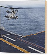 An Mh-53e Sea Dragon Prepares To Land Wood Print