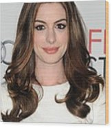 Anne Hathaway At Arrivals For Afi Fest Wood Print