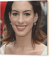 Anne Hathaway At The Press Conference Wood Print