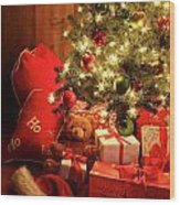 Brightly Lit Christmas Tree With Gifts Wood Print