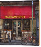 Cafe - Ny - Chelsea - Mappamondo  Wood Print by Mike Savad