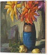 Daisies In Blue Vase Wood Print by Pepe Romero