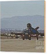Eagle Landing In Vegas Wood Print