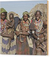 Ethiopia-south Three Moms And Their Kiddos Wood Print