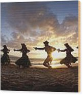 Five Hula Dancers At The Beach At Palauea Wood Print