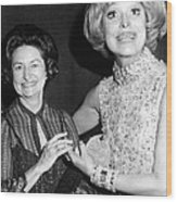 Former First Lady Visits Carol Channing Wood Print by Everett