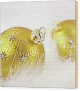 Gold Balls With Feathers Wood Print