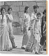 Hindu Pilgrims In Madurai Wood Print