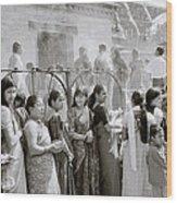 Hindu Pilgrims Wood Print