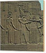 Horus Donant El BastÓ Del Poder Al FaraÓ Wood Print