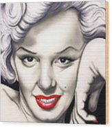 Hot Lips Wood Print by Bruce Carter