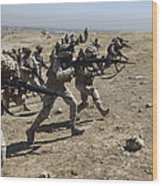 Iraqi Army Soldiers Move To Positions Wood Print