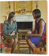 Michelle Obama Greets Mrs. Margarita Wood Print by Everett