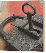 Old Key And Lock Wood Print