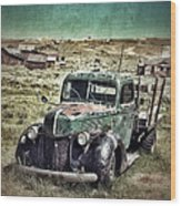 Old Rusty Truck Wood Print