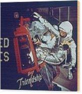 Overall View Of Astronaut John Glenn Wood Print by Everett