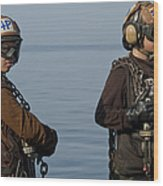 Plane Captains Stand By During Aircraft Wood Print