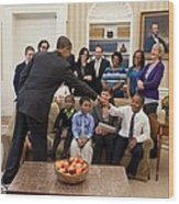 President Barack Obama Greets Students Wood Print by Everett