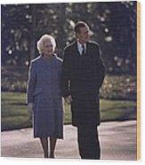 President George And Barbara Bush Take Wood Print by Everett