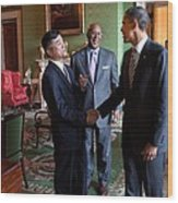 President Obama Talks With Commerce Wood Print