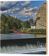 Red Canoes At The Boathouse Wood Print by Paul Ward