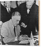 Roosevelt Signing Declaration Of War Wood Print
