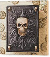 Skull Box With Skeleton Key Wood Print by Garry Gay