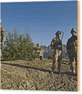 Soldiers Discuss A Strategic Plan Wood Print