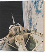 Space Shuttle Columbia Wood Print