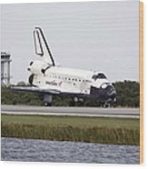 Space Shuttle Discovery On The Runway Wood Print