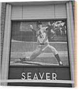 Tom Seaver 41 In Black And White Wood Print