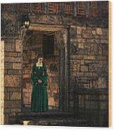 Tudor Lady In Doorway Wood Print