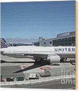 United Airlines Jet Airplane At San Francisco Sfo International Airport - 5d17107 Wood Print